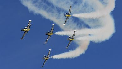 Breitling Jet Team is performing 'Trefli Barrique' maneuver