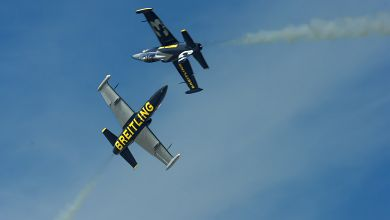 Breitling Jet Team members performing 'Croisement Barrique'